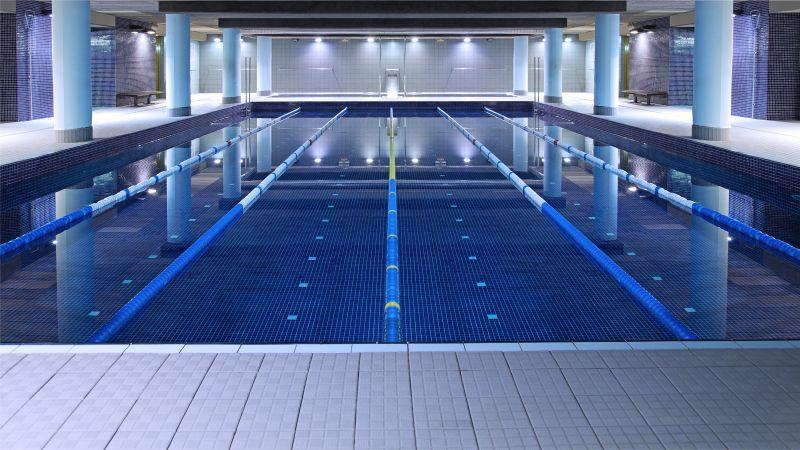 Oferta gimnasio holmes place europolis sardenya barcelona for Gimnasio piscina sevilla
