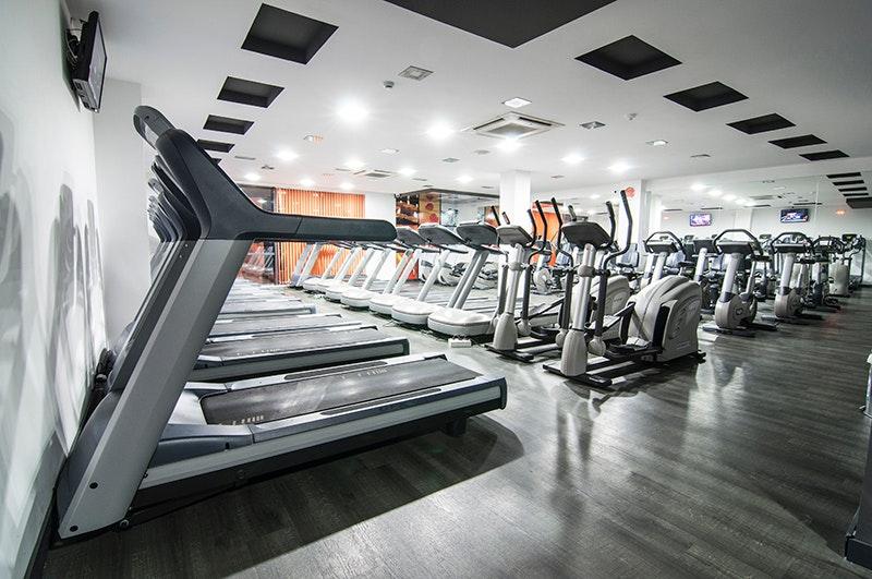 Foto 2 Oferta Century Fitness Sevilla {2} - GymForLess