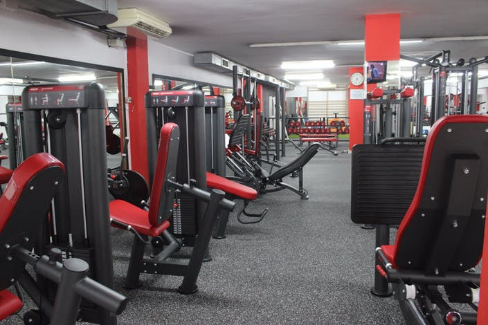 Oferta gimnasio eixample fitness barcelona gymforless for Gimnasio barcelona