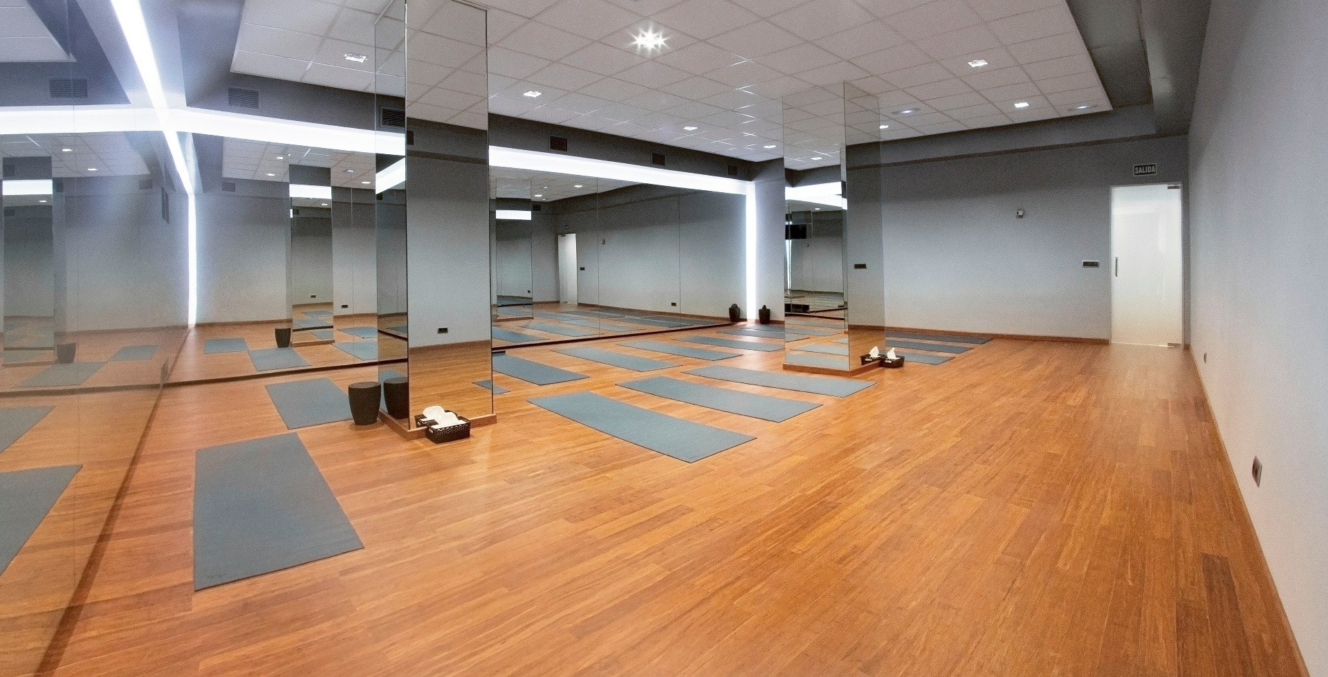 Foto 0 Oferta Bikram Hot Yoga Rosales Madrid {2} - GymForLess