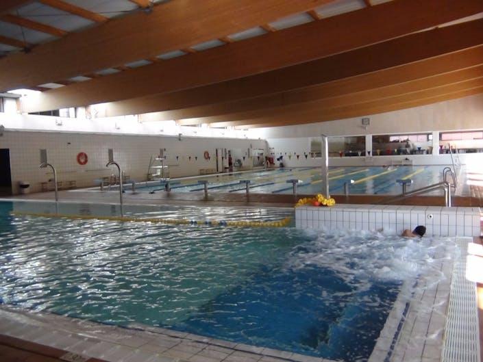 Oferta gimnasio piscina municipal la corxera sant feliu de for Piscina municipal avila