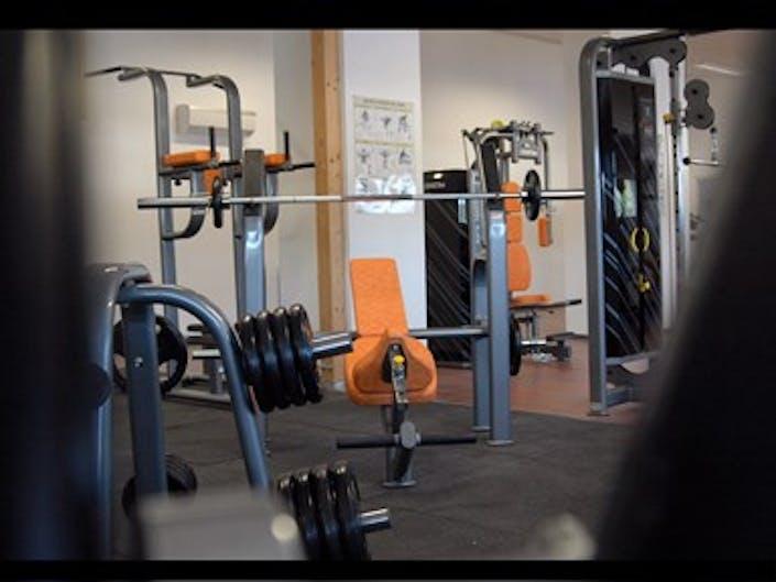 deals for gym l 39 orange bleue eguilles eguilles. Black Bedroom Furniture Sets. Home Design Ideas