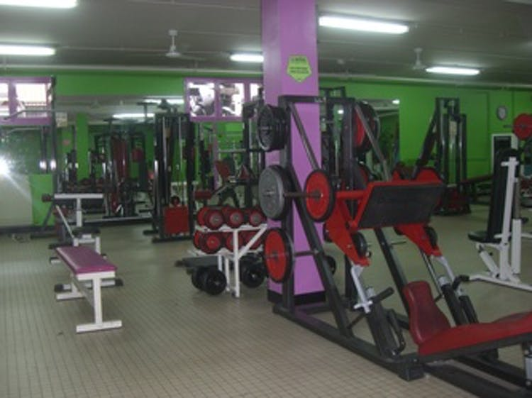 best gyms with lockers in aulnay sous bois gymforless. Black Bedroom Furniture Sets. Home Design Ideas