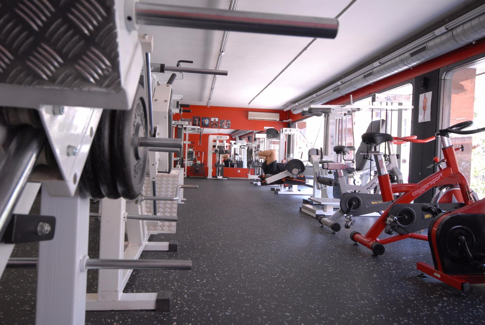 Oferta gimnasio puro impacto barcelona gymforless for Gimnasio barcelona