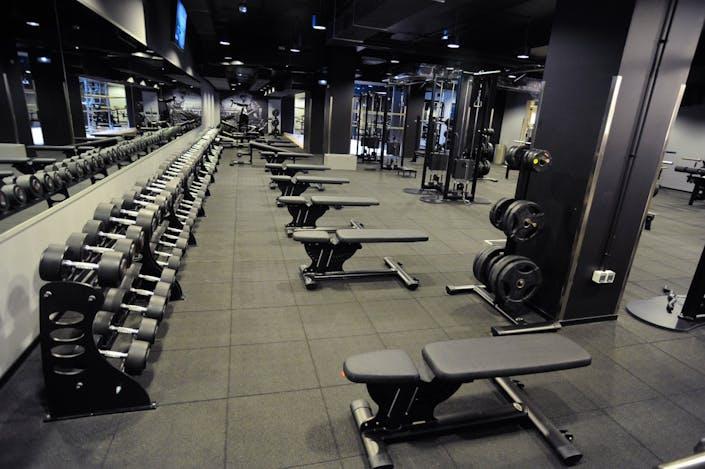 oferta gimnasio mcfit cornell cornell de llobregat gymforless. Black Bedroom Furniture Sets. Home Design Ideas