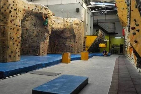Picture 6 Deals for Gym Indoorwall Clot Barcelona