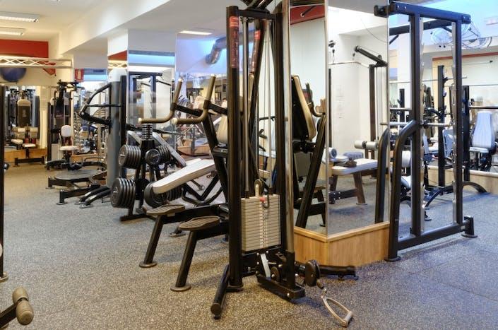 Oferta gimnasio opera gym madrid gymforless for Gimnasio gran via