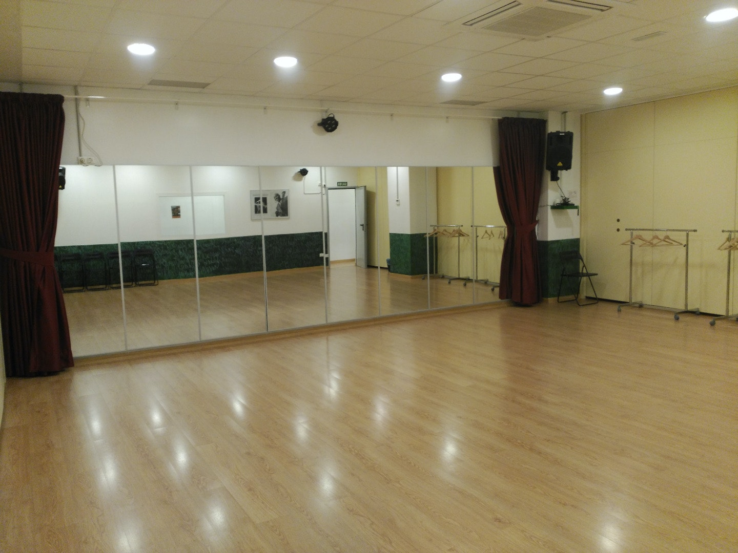 Picture 0 Deals for Gym Swing Maniacs / Dance Maniacs Santa Coloma de Gramanet Santa Coloma de Gramenet