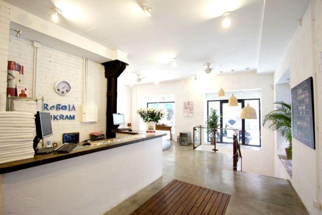 Foto 0 Oferta Bikram Yoga Center Madrid {2} - GymForLess