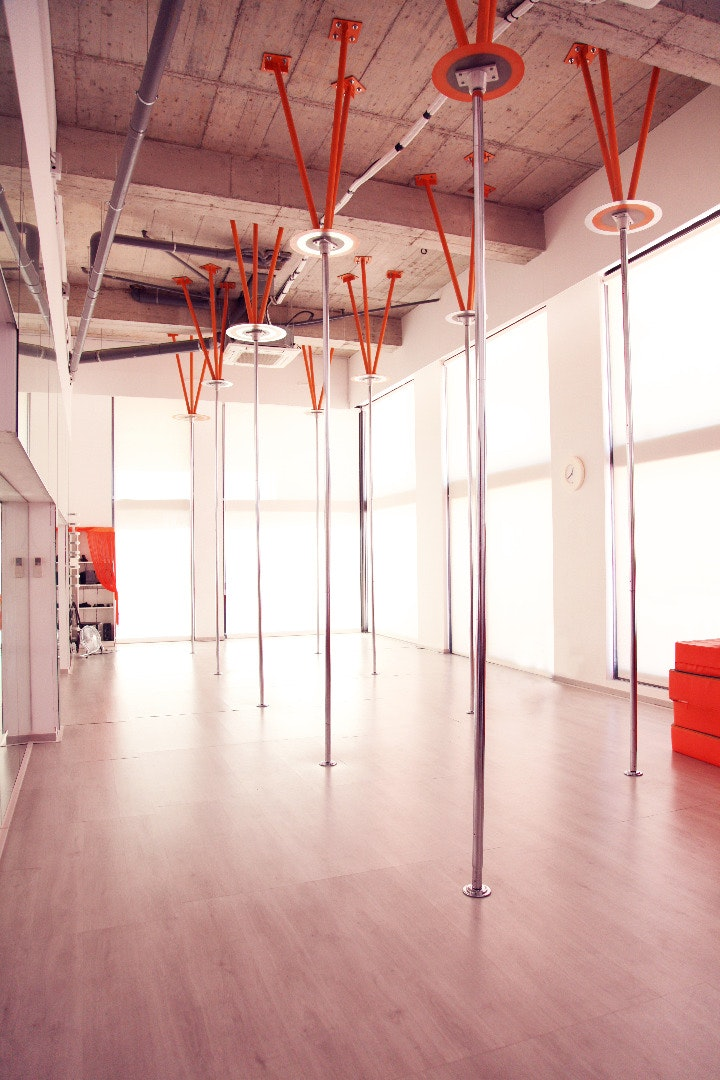 Foto 2 Oferta POLE DANCE FACTORY Barcelona {2} - GymForLess