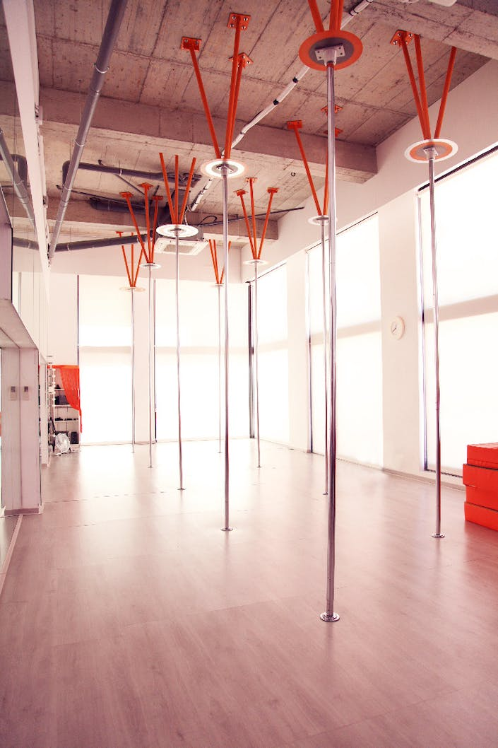 Oferta gimnasio pole dance factory barcelona gymforless for Bb fit padova