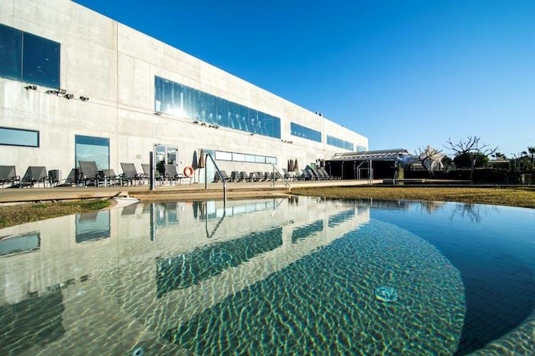 los mejores gimnasios con piscina exterior en barcelona