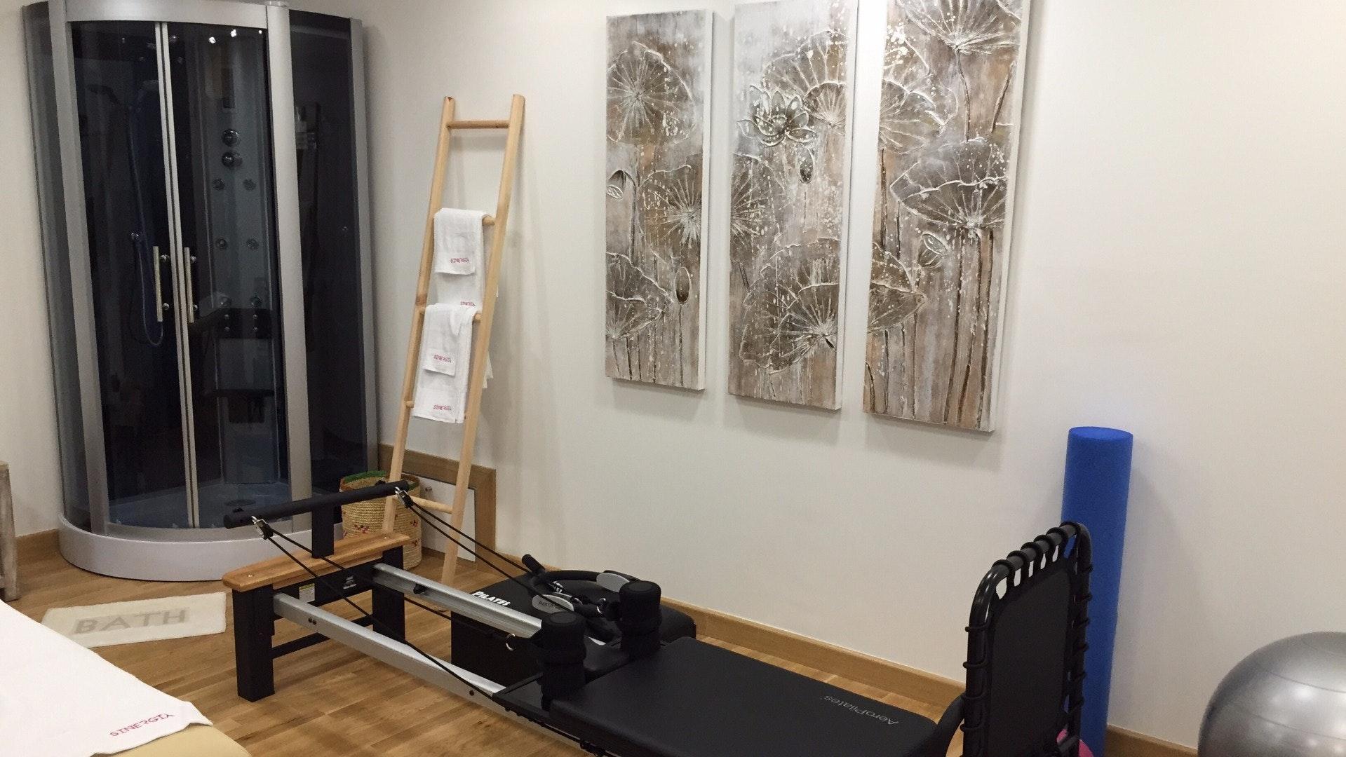 Foto 1 Oferta Sinergia Pilates Reformer Estepona {2} - GymForLess