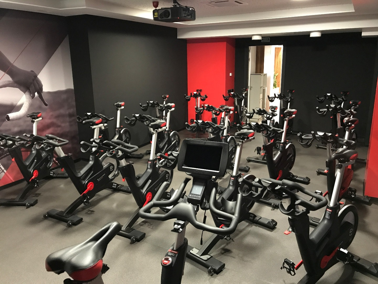 Foto 1 Oferta Feel & Bike Spinning Madrid {2} - GymForLess