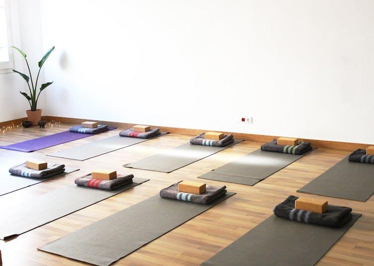 Om lines yoga