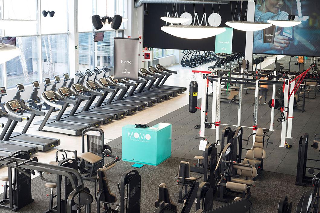 Oferta gimnasio momo distrito telef nica madrid gymforless for Gimnasio jaen