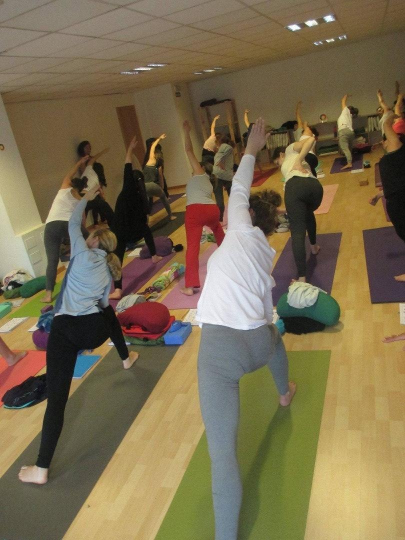 Foto 2 Oferta Centro de Yoga Integral Mahashakti A Coruña {2} - GymForLess