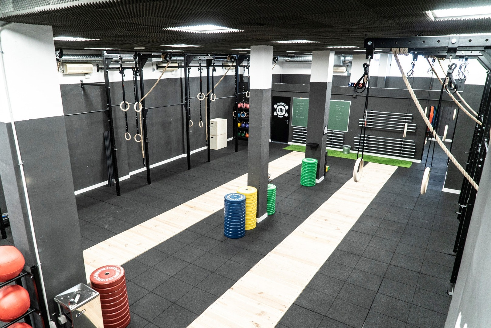 Foto 2 Oferta Crossfit DB Madrid {2} - GymForLess