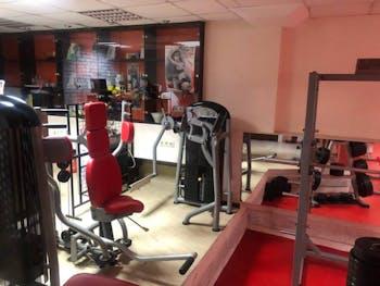 Фитнес център Fitness LIFE