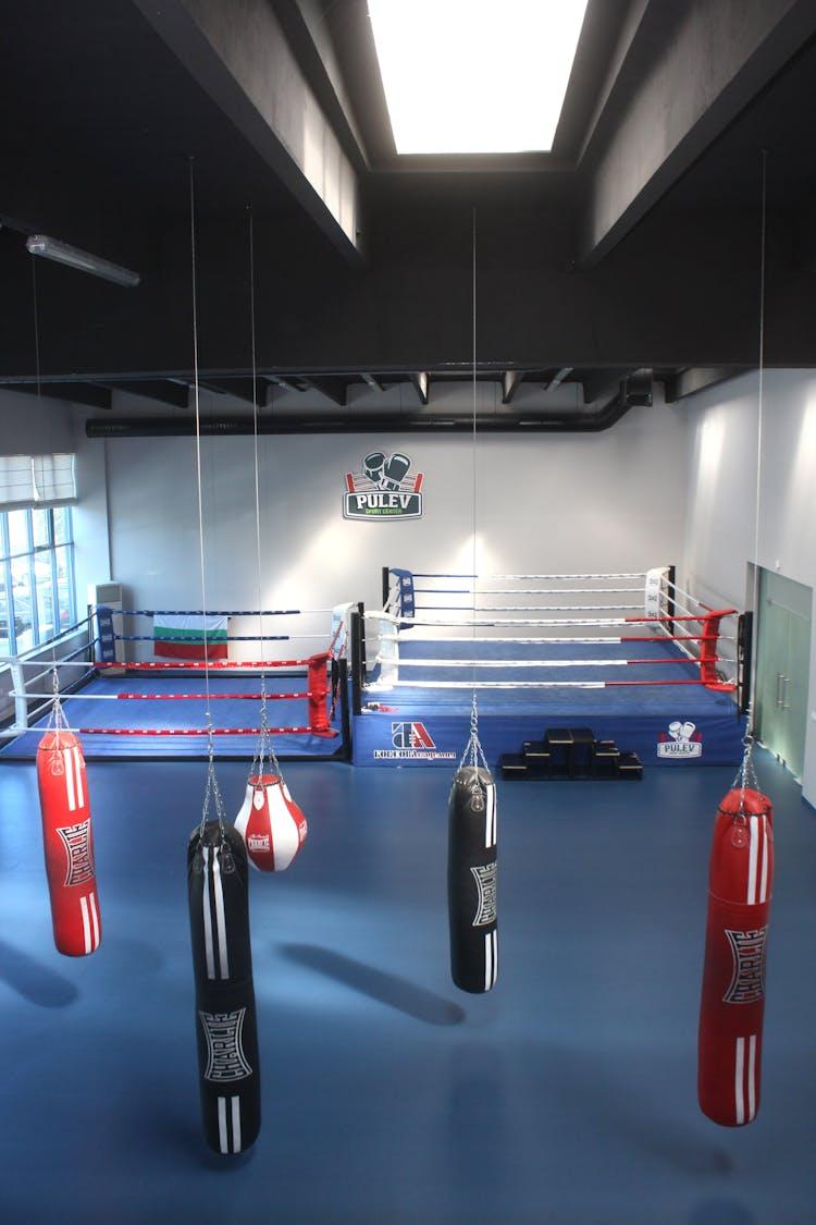Спортен център ПУЛЕВ