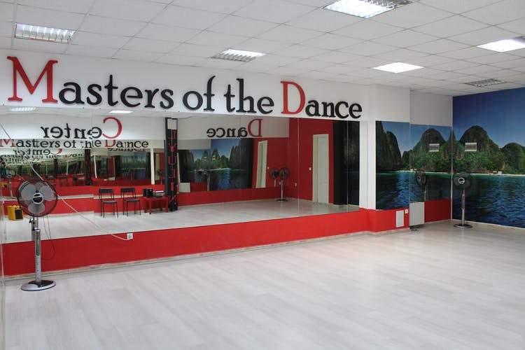 Танцов център Masters of the Dance Люлин