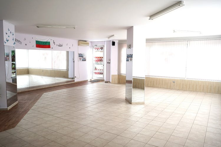 Школа по народни танци НАНИЗ