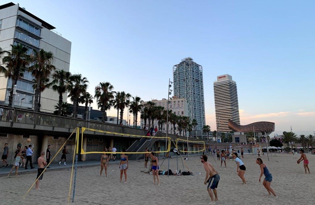 Piratas Beach Volley Passeig Marítim, 25