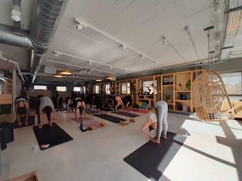 Yoga by the Sea Unite Hostel Indoor