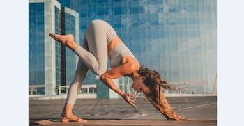 Laura Lakshmi Yoga - Espigó de la Marbella